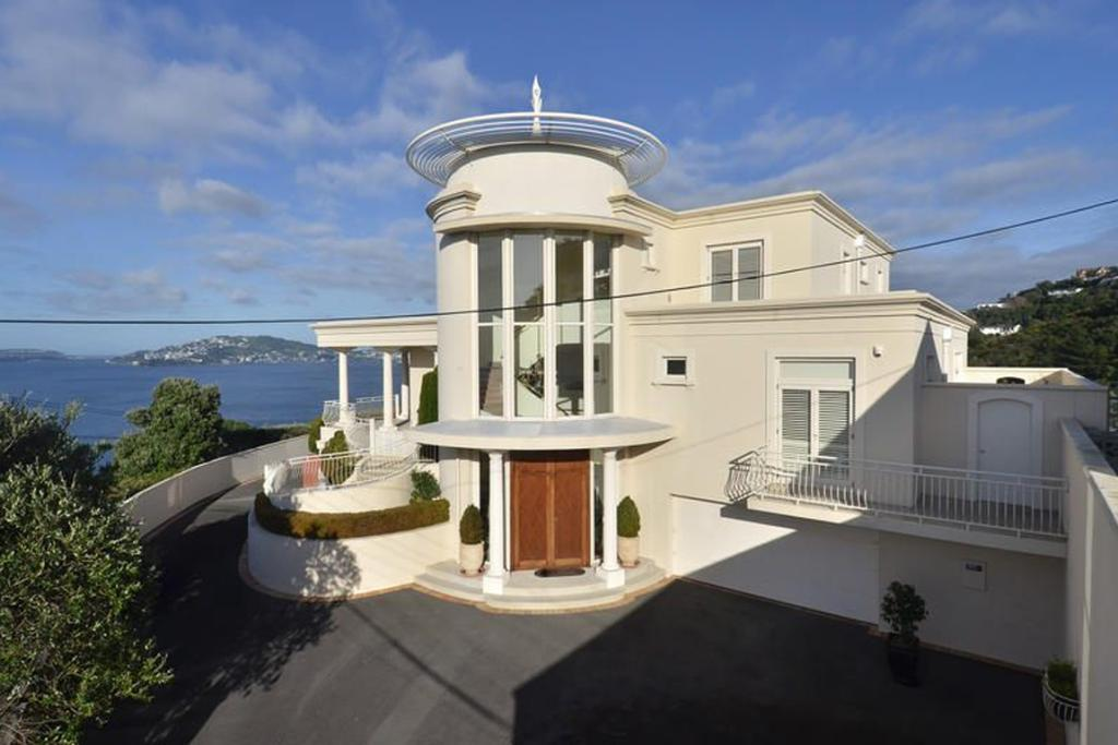 KHANDALLAH, WELLINGTON: You really can't beat Wellington on a good day, and this home is in the perfect location to take advantage of all the city has to offer.