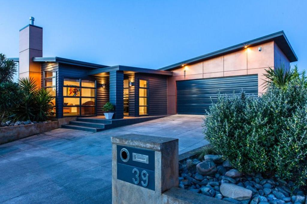 PALMERSTON NORTH: This four bedroom home is situated in one of the most desirable cul-de-sacs in the area. The gorgeous designer kitchen is the focal point between four large bedrooms and two spacious living areas.