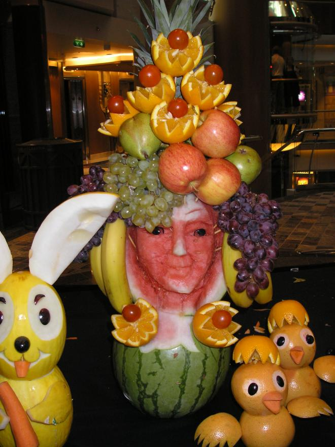 A fruitful table centre piece on Independence of the Seas cruise ship