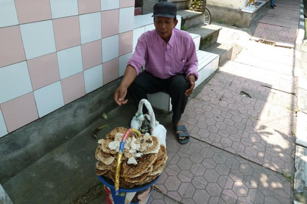 This man was selling honeycomb (complete with bees) on the street in Bali, Indonesia.