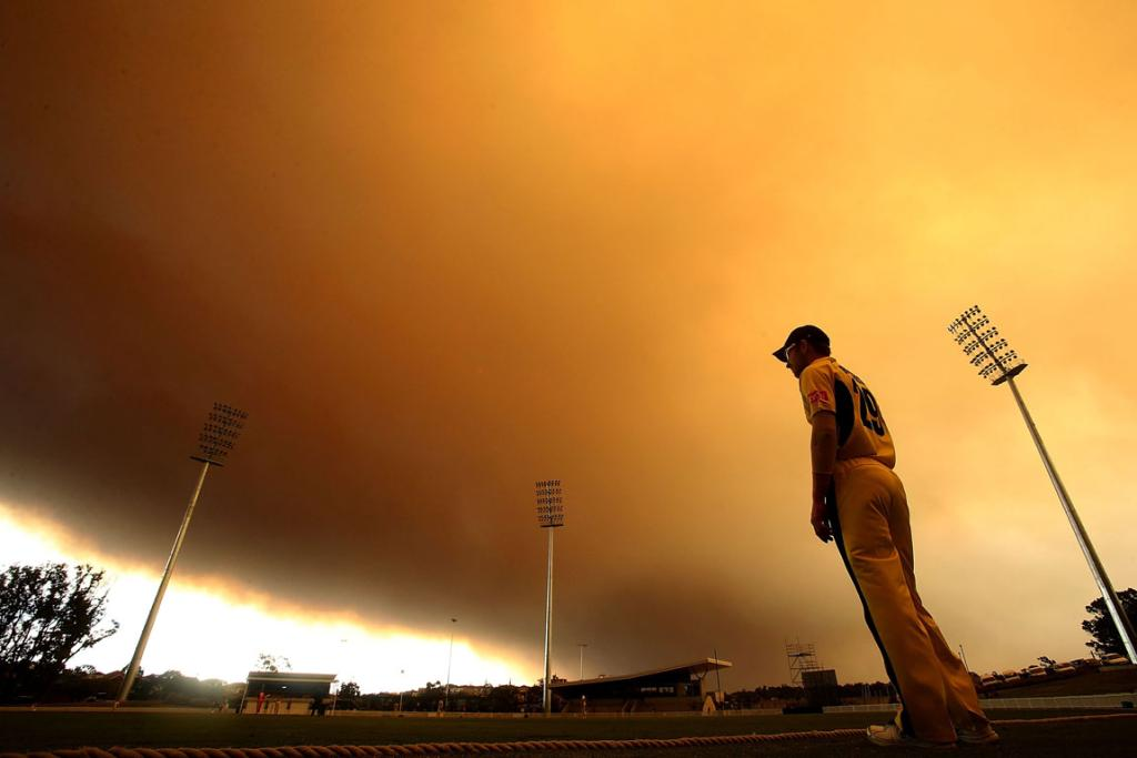 Cricket players were shrouded in the smoky haze from the fires.