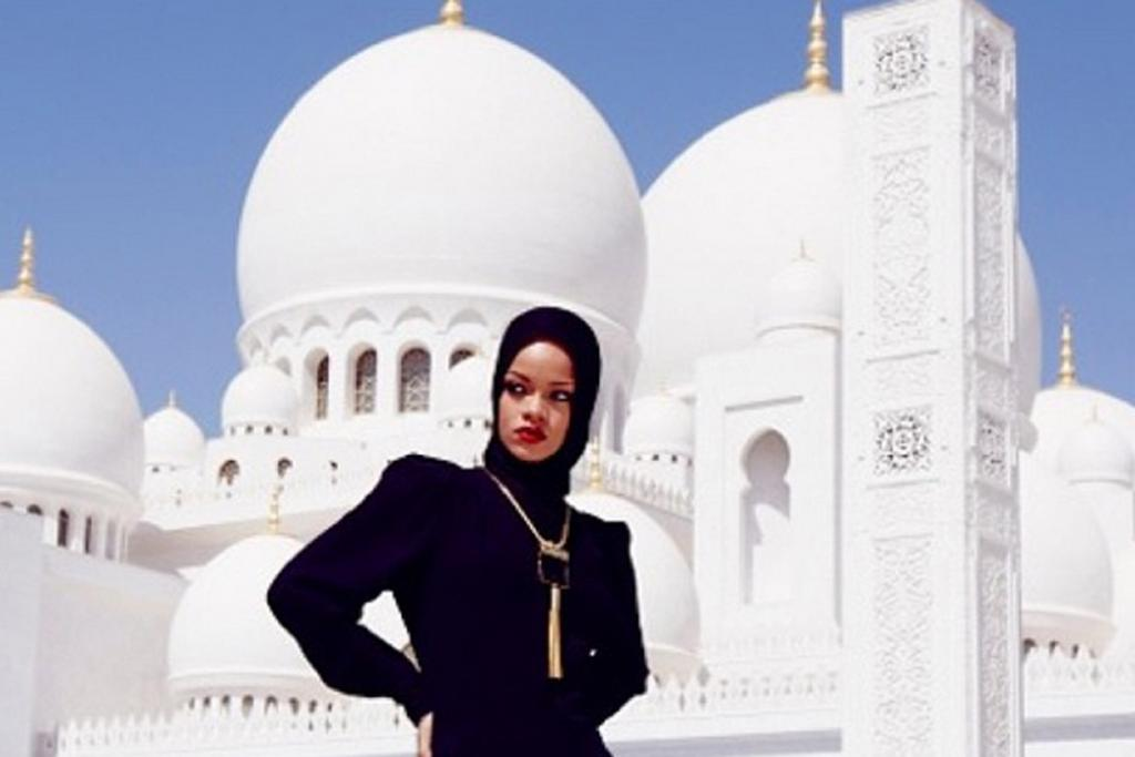 3. Don't selfie at places of worship, even if you are Rihanna. Especially if you are Rihanna.