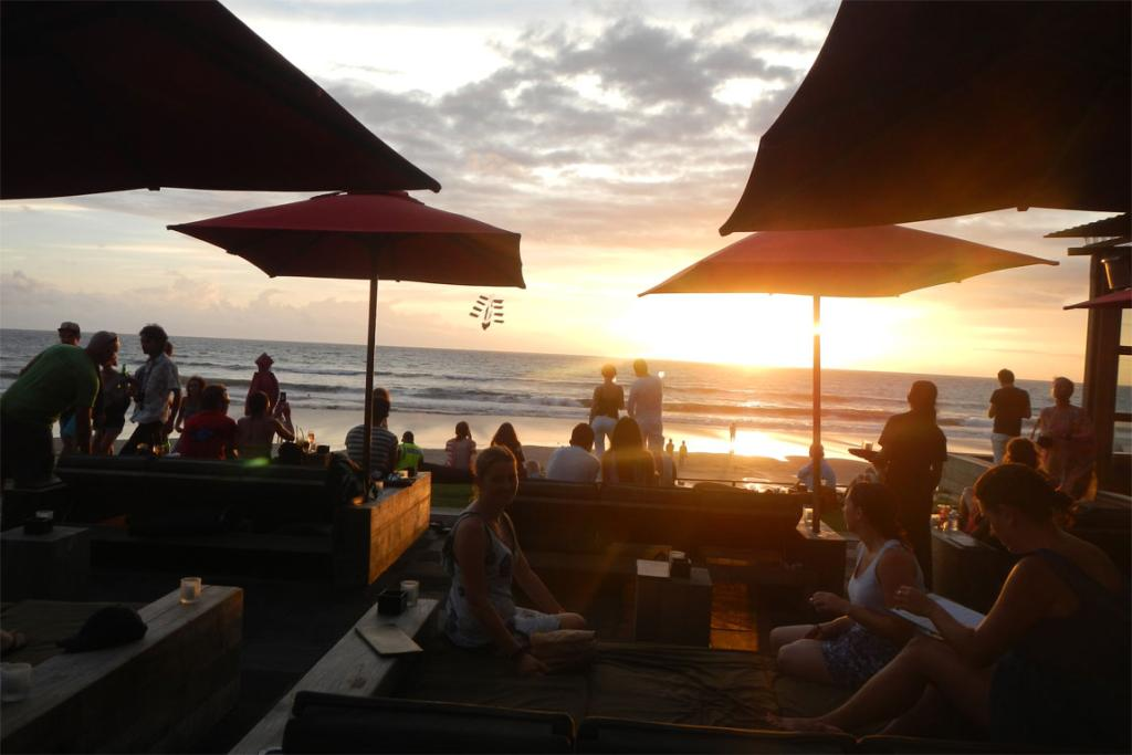 Everybody loves a good sunset and Bali is awash with people sitting in beach side bars taking snaps as the sun goes down trying to get that one shot with the right light/colouring, myself included!
