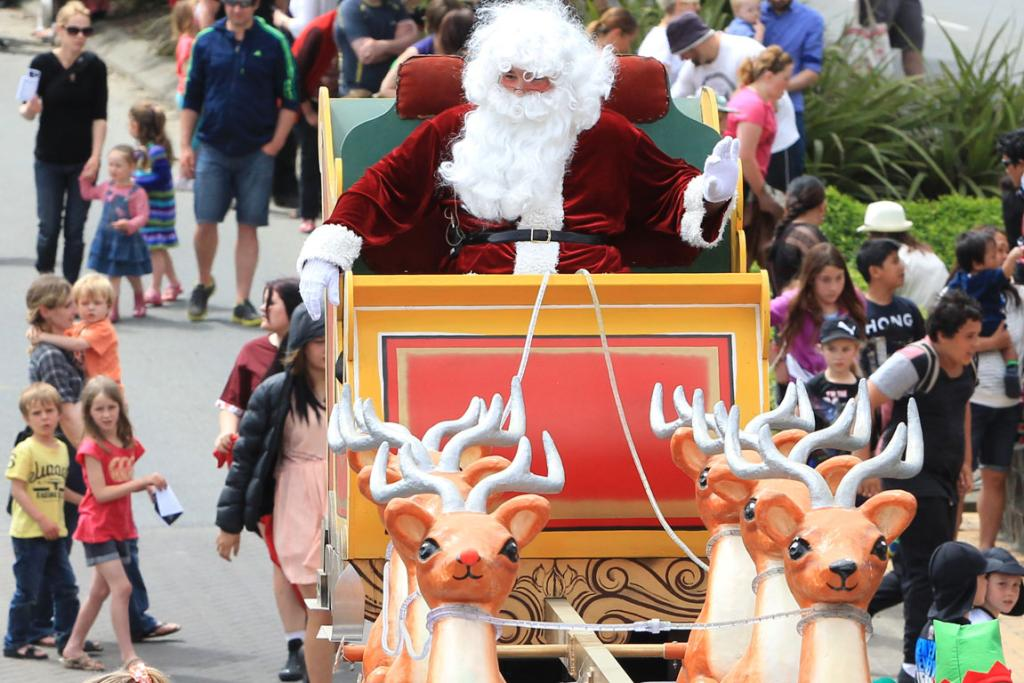Images from the 2013 Southland Santa Parade.