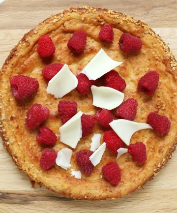 fresh raspberries, quark and white chocolate curls, this simple cheesecake