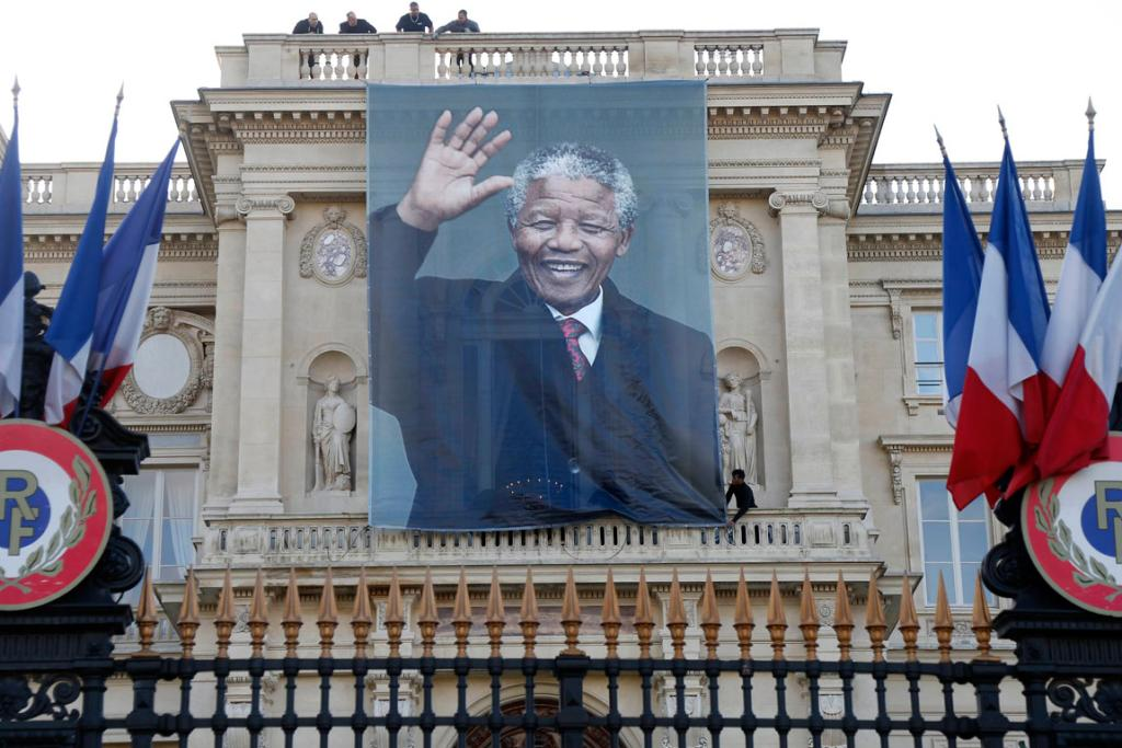 BIG BANNER: In France, a huge banner featuring Mandela's face was hung from the foreign affairs ministry.