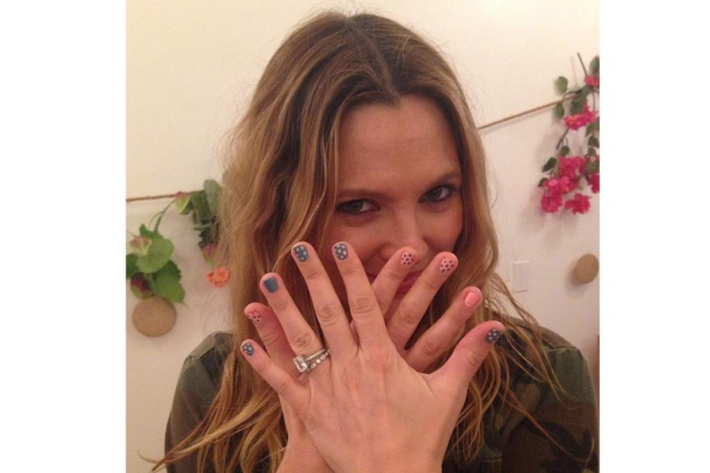 DREW BARRYMORE: If only I could paint my own nails without making my right hand look like my nail beds have been ritually tortured as if Drew B's rocking polka dot nails, then I want polka dot nails god damnit!