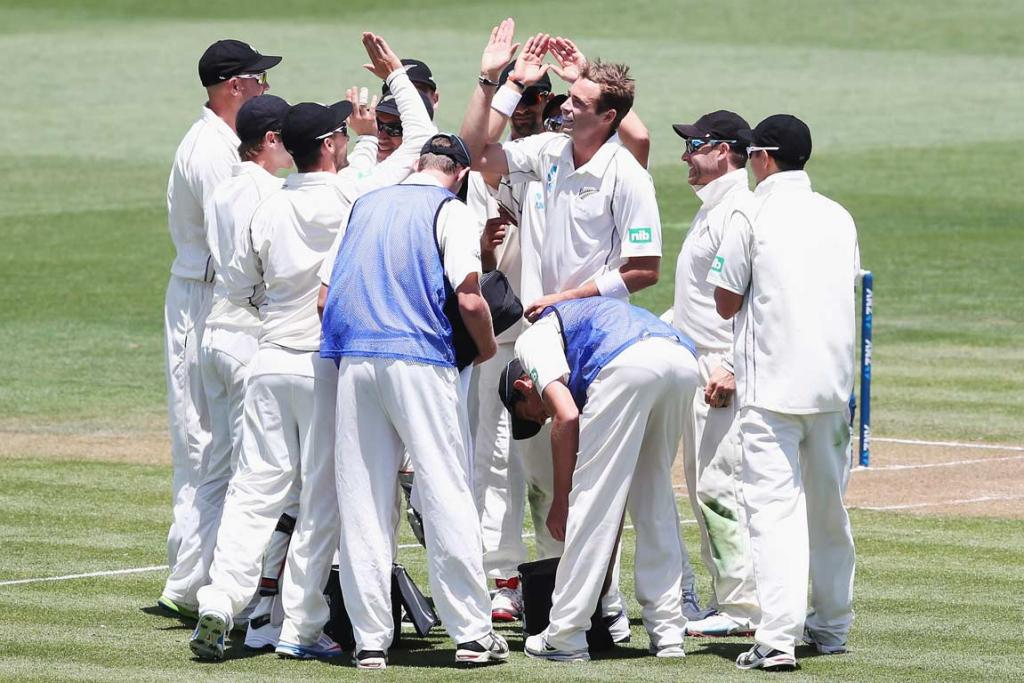 Tim Southee gets a high-five after removing Kirk Edwards.