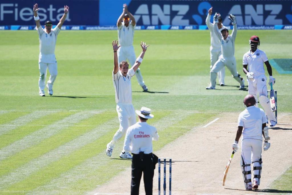 Tim Southee and the Black Caps slip cordon successfully appeal for the wicket of Darren Sammy.