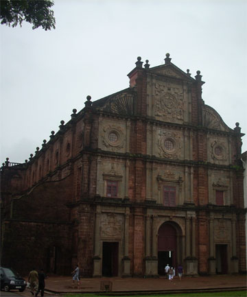 BASILICA OF COM JESUS: The church is most famous for housing the remains of St. Francis Xavier, a saint well-known for his missionary works in Asia