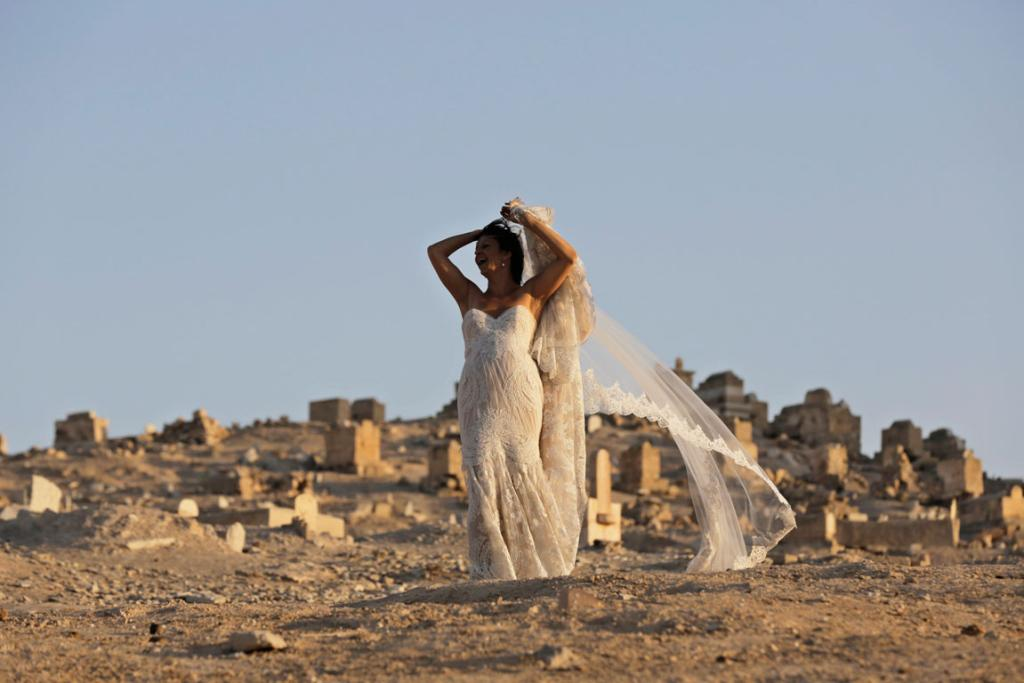 An Israeli bride poses in the Judean desert near the West Bank city of Jericho, November 2013.