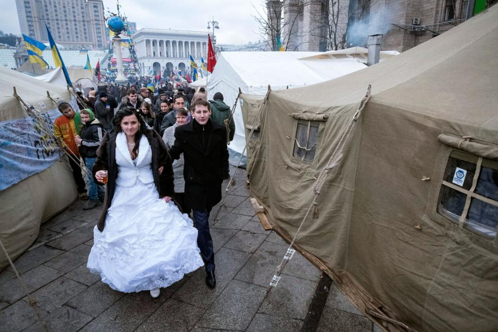 A bride and groom visit Kiev's Independence Square where pro-European integration supporters protest, in December 2013.