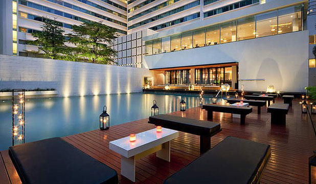 SURPRISINGLY AFFORDABLE: Poolside at the Metropolitan by Como.