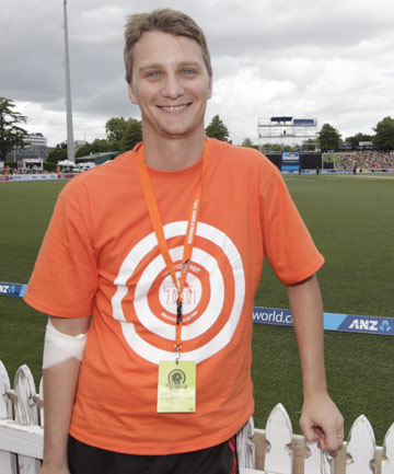 Michael Morton won $100,000 at the Black Caps one-day international in Hamilton with one-handed catch.