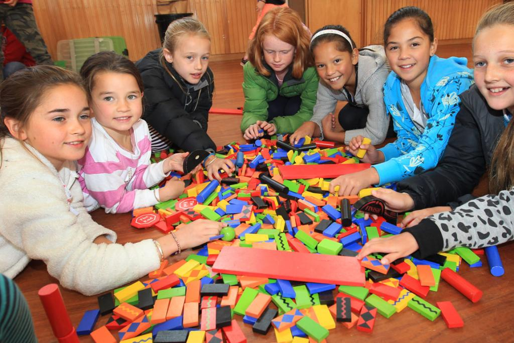 Poppy Jubb, 9, Bella Jubb, 7, both of Invercargill, Jamie Laurie, 10, of Makarewa, Courtney Manson 9, of Otautau, Renei Henderson, 9, Rhiannon Henderson, 10, Alex Laurie, 11, all of Makarewa, have a go with the dominoes.