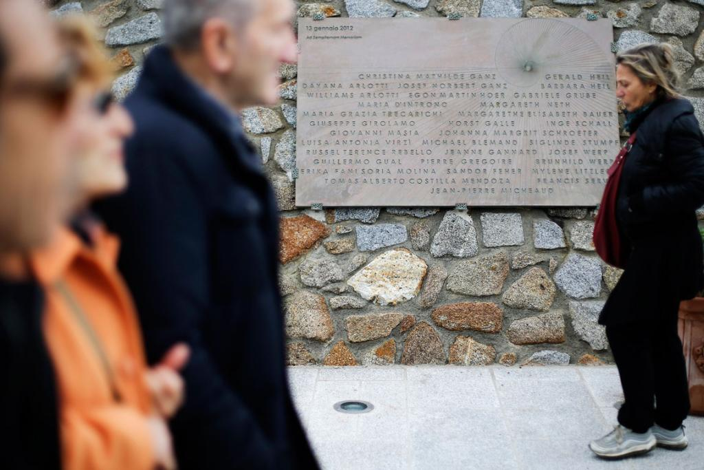 A stone plaque bearing the names of people killed has been erected at the Giglio harbour.