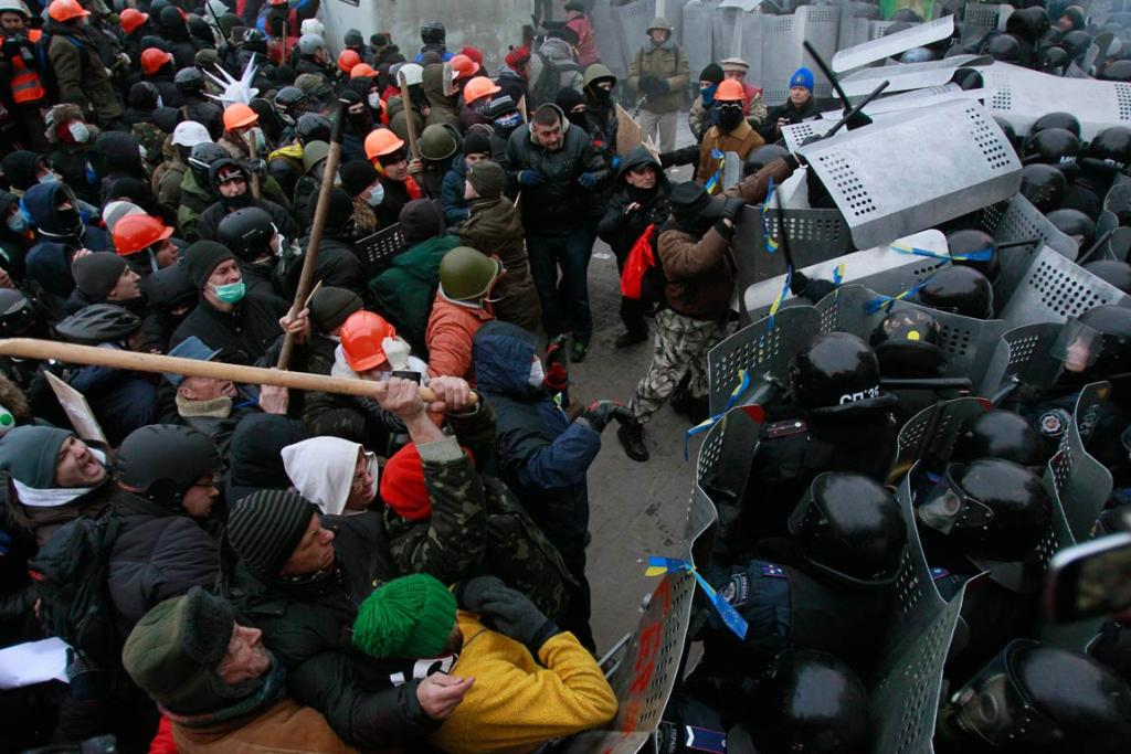 Pro-European integration protesters clash with Ukranian riot police.