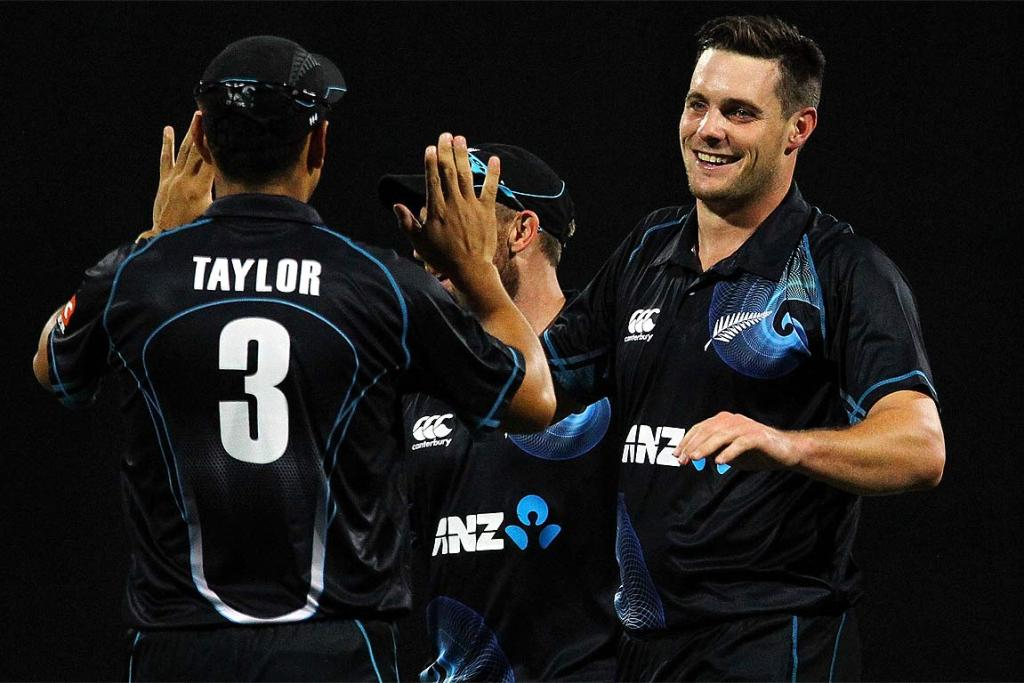 Mitchell McClenaghan, right, celebrates with Ross Taylor after taking the wicket of Ajinkya Rahane.