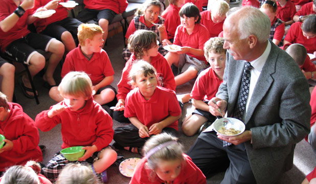 Gore District Mayor Tracy Hicks having breakfast with East Gore students when the Kickstart Breakfast programme was first launched in 2009.