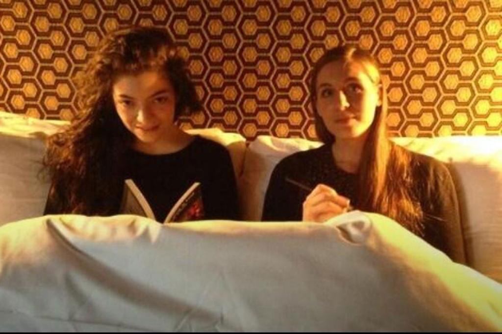 Lorde and Eleanor Catton in New York, as organised and tweeted out by Gemma Gracewood.