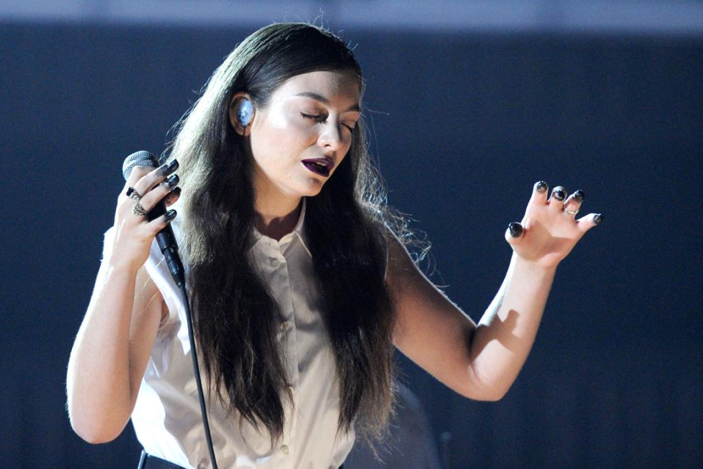 New Zealand's own Lorde performs Royals at the 2014 Grammys.