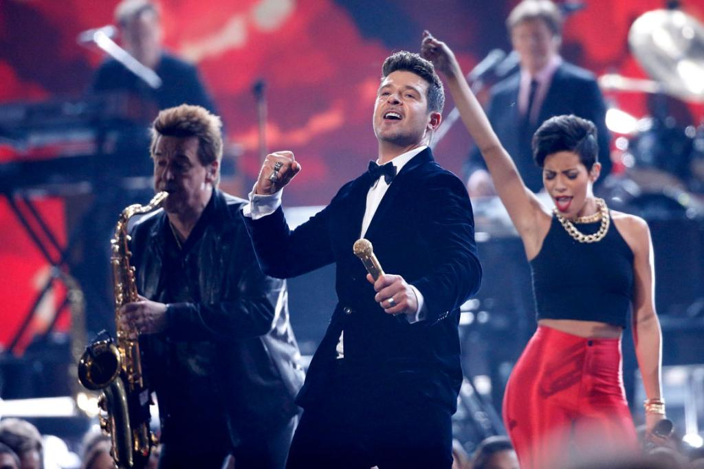 Robin Thicke and Chicago perform a medley at the 2014 Grammys.