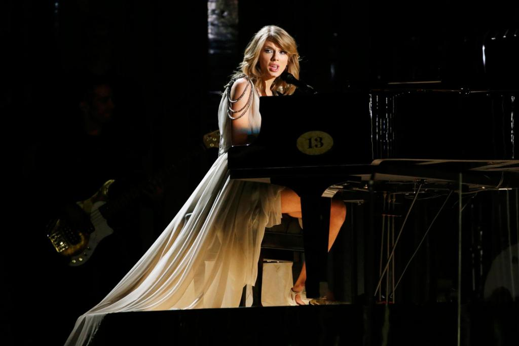 Taylor Swift performs All Too Well at the 2014 Grammys.
