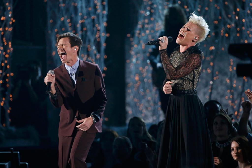 Pink performs Just Give Me A Reason with Nate Ruess, from the band fun.