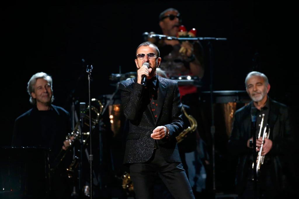 Ringo Starr performs Photograph.
