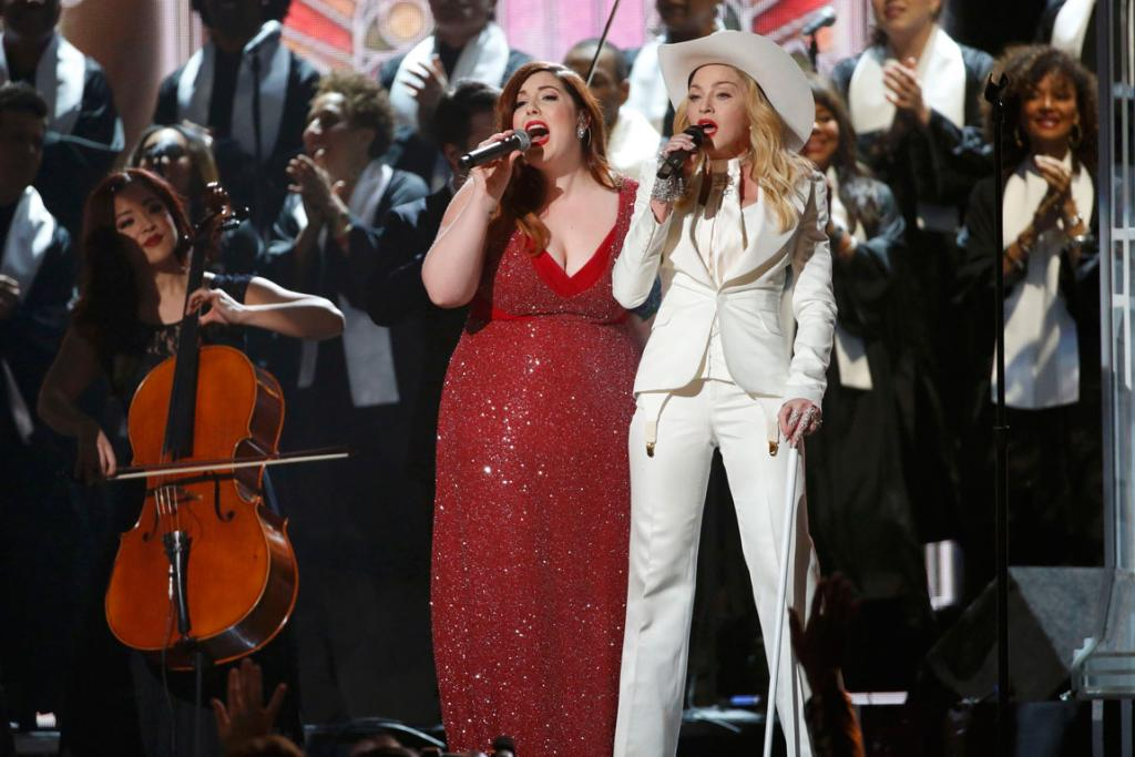 Mary Lambert and Madonna perform Same Love.