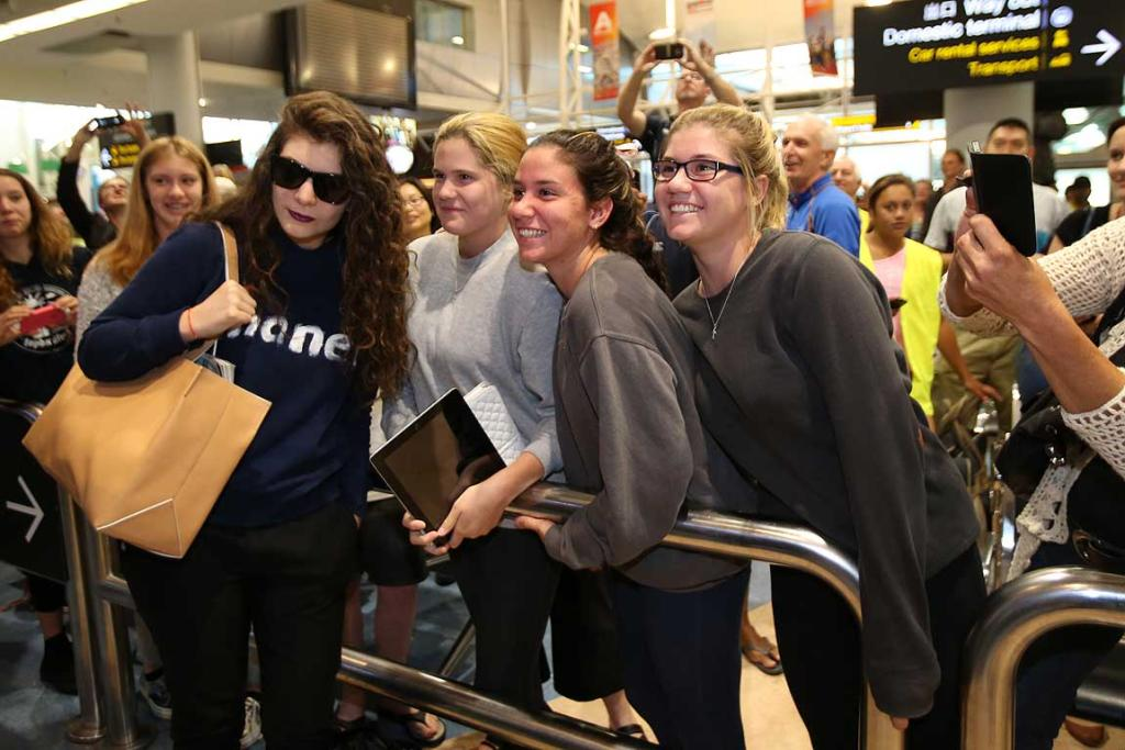 Lorde talking to fans at Auckland Airport this morning.