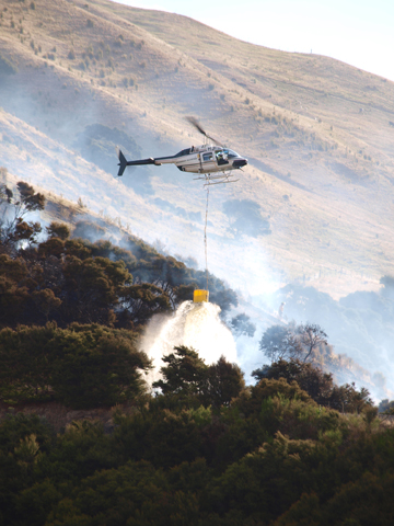 Marlborough Helicopters pilot dumps water on the hot spots