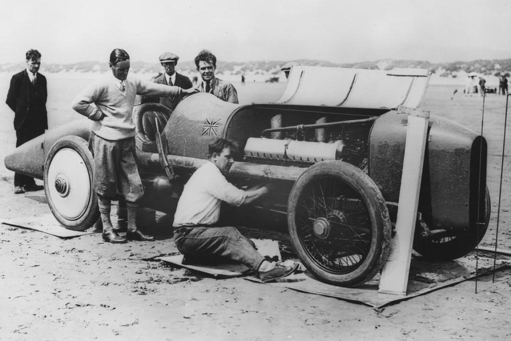 The Sunbeam 350hp with Malcolm Campbell Pendine Sands.