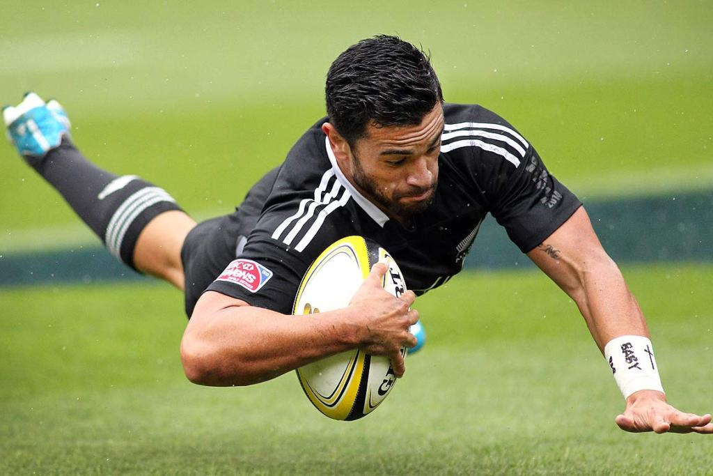 Sherwin Stowers dives in to score for the All Black Sevens.
