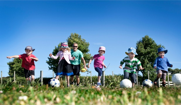 Paddy McLoughlin helping kids get a head start with their ball skills at Country Kindy. From left, Carter Kearney, 4, Grace Mossman, 4, Emily Trask, 4 and William Flynn,