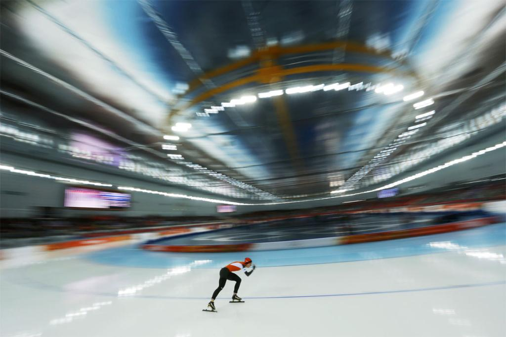 Irene Wust of the Netherlands skates to first place during the women's 3000m speed skating.