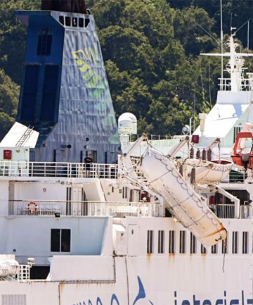 MISHAP: A lifeboat dangles from the side of Interislander ferry Arahura.