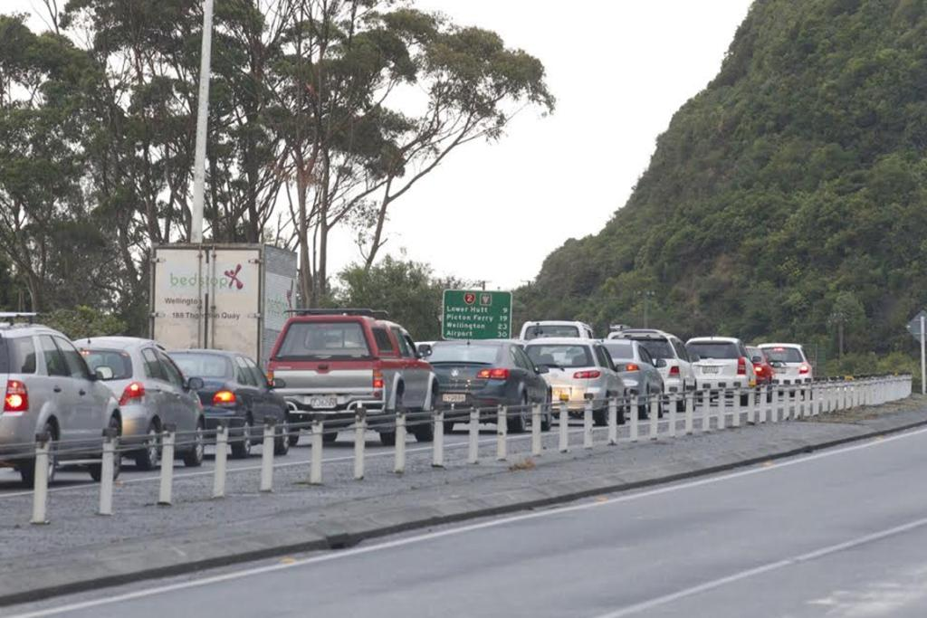 Traffic along SH2 backs up between Upper Hutt and Lower Hutt heading into Wellington.