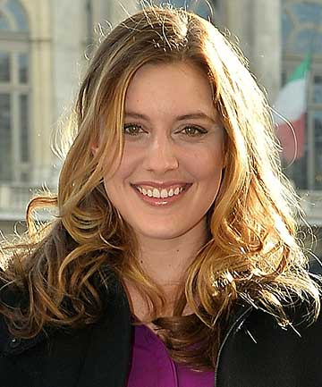 SURPRISE CASTING: How I Met Your Dad star Greta Gerwig.
