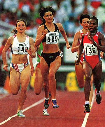 LEADING THE WAY: Toni Hodgkinson heads the field in  a heat of the 1500m at the 2000 Sydney Olympics.