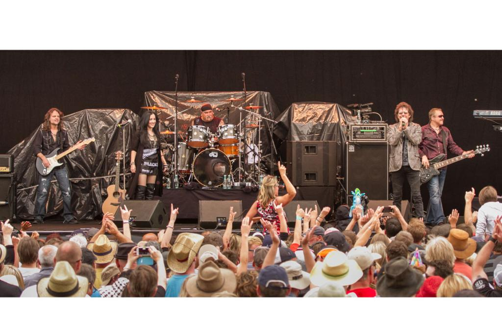 The 14,000-strong crowd at Gibbston rocking out to Starship featuring Mickey Thomas.