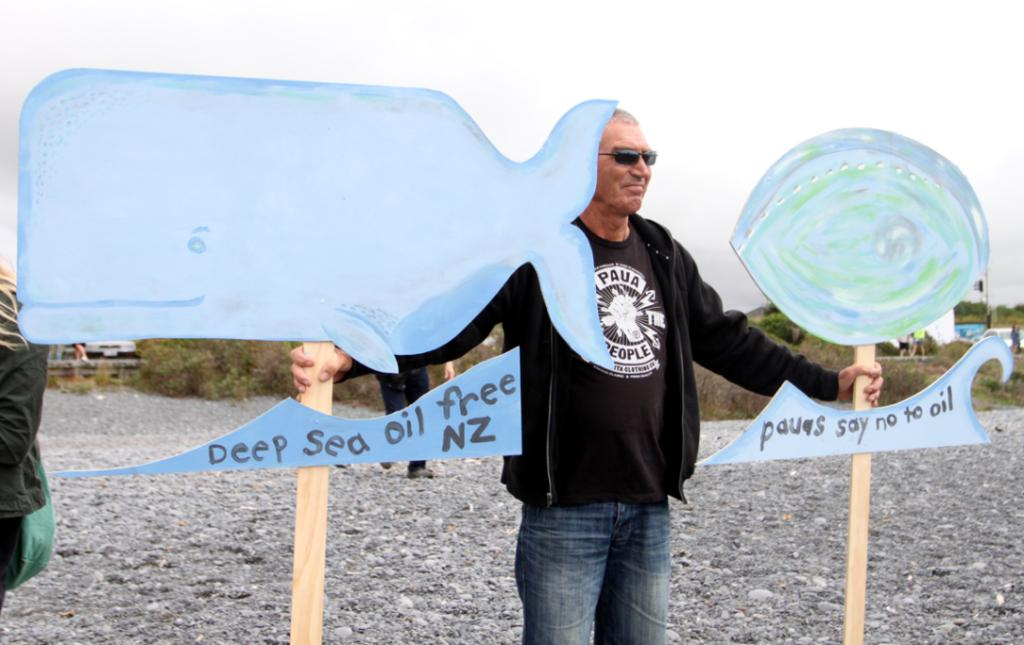 Kaikoura: Banners on the beach protest against deep sea drilling