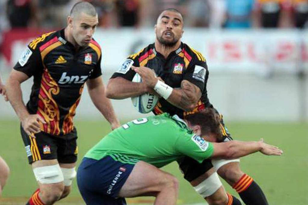 Liam Messam runs into the tackle of Highlanders hooker Liam Coltman.