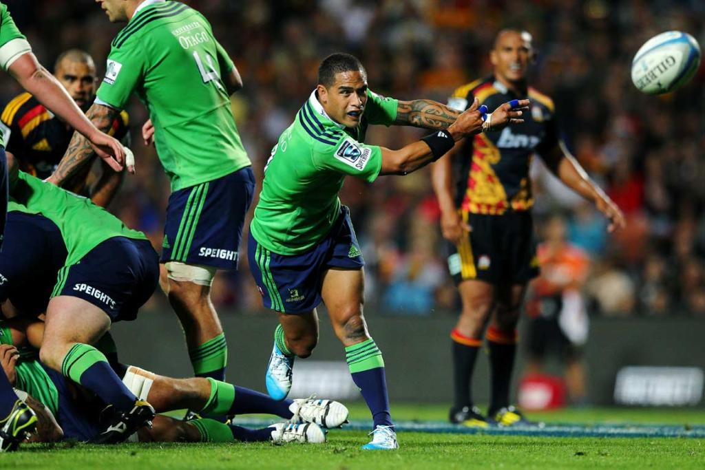 Aaron Smith fires out a pass from a ruck to Lima Sopoaga.
