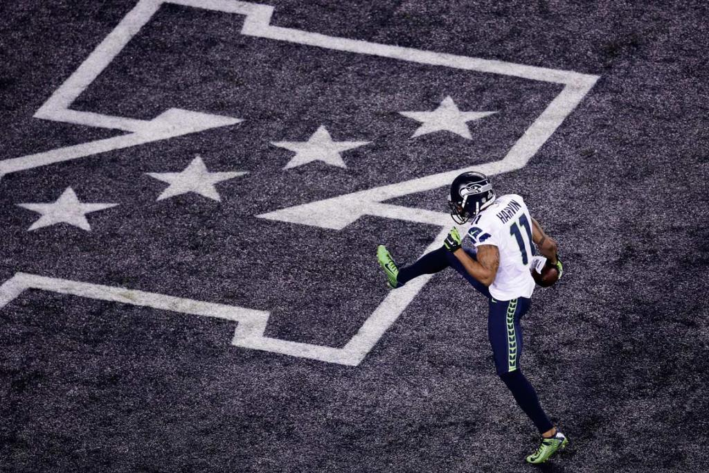 Percy Harvin high-kicks his way into the end zone on a kick-off return touchdown.