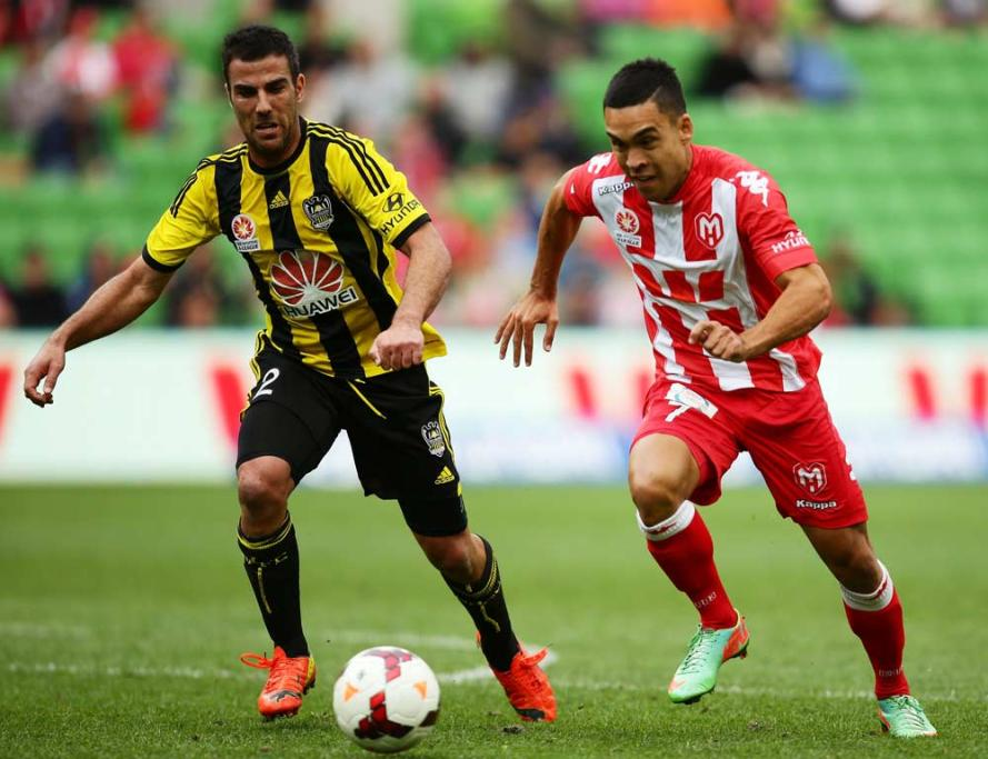 Manny Muscat turns and chases the Melbourne Heart's Iain Ramsey.