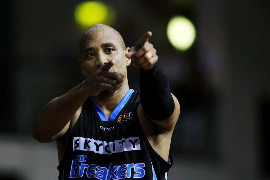 CJ Bruton thanks Breakers fans after his last game at the North Shore Events Centre.