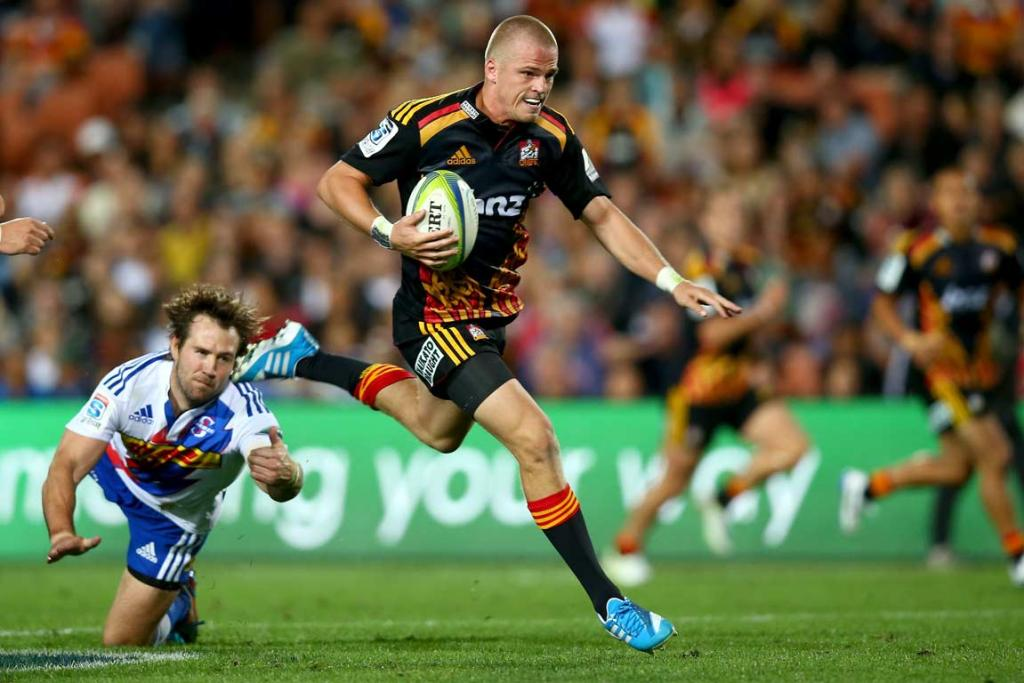Gareth Anscombe cuts through the Stormers' defence late in the game.