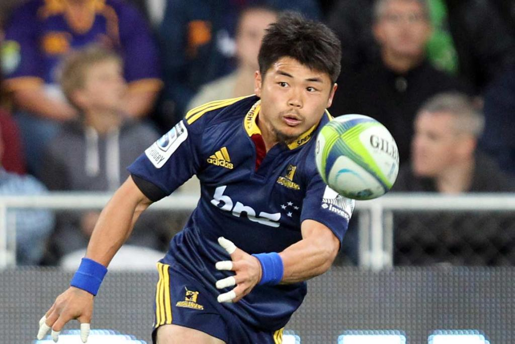 Replacement halfback Fumiaki Tanaka sends the Highlanders' backline on its way.