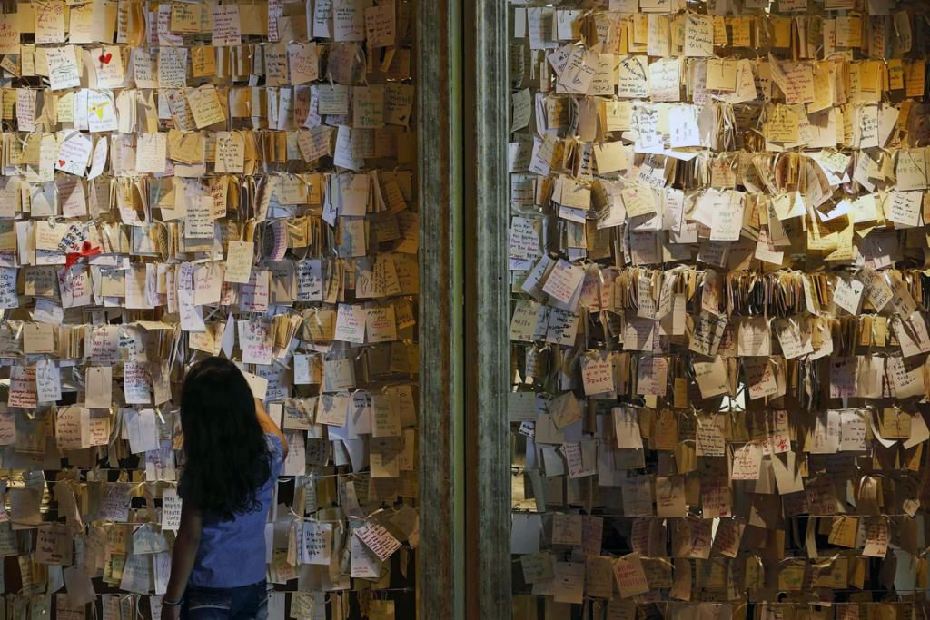 A girl reads some of the messages of hope and support for the passengers of the missing Malaysia Airlines MH370 at a mall outside Kuala Lumpur March 22, 2014.